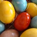 Как да боядисате великденските яйца с натурални продукти?