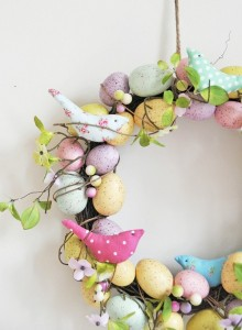 easter-decoration-ideas-outdoor-front-door-wreath-eggs-birds