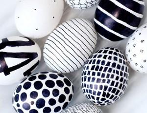 Черно-бели великденски яйца
