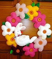 Лесна Великденска декорация с филц - Цветен венец за входната врата